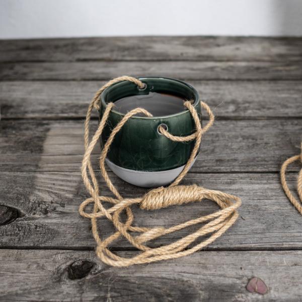 osłonka-szmaragdowa-na-sznurku